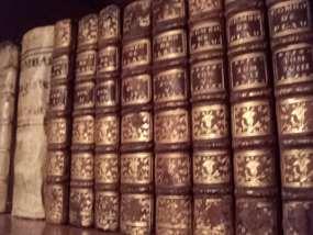 conjunto de libros antiguos